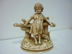 Antik kislány figura