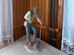 Vándor, hibátlan színes bisquit porcelán szobor