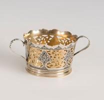 Aranyozott ezüst kosaras kínáló