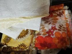 2 bőröndnyi retro függöny anyag, kész függöny, bontatlan és használt klöpli és műszál