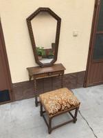 Fésülködő asztal szövetes székkel, oroszlánfejes fogantyúval
