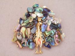 Aranyozott, abalon kagylóval díszített páva medál