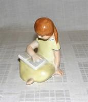 Ritka Bodrogkeresztúri olvasó kislány kerámia figura