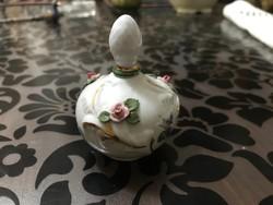 Álomszép porcelán parfümös üveg plasztikus rózsákkal