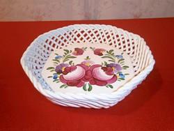 Kézzel festett virág mintás Bodrogkeresztúri áttört szélű kerámia nagy tál, kosár