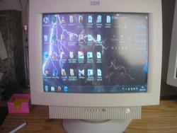 UN1 Retró nagy IBM súlyos működő monitor 1999-es ritkaság eladó