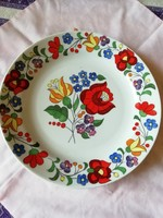 Népművészeti jelzéssel kézzel festett kalocsai mintás porcelán fali tányér 24 cm