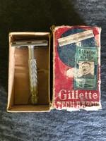 Gillette Tech borotva, dobozában.