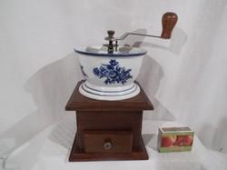 Porcelán - fa - kávédaráló - nagy - 21 x 12 x 12 cm -  körben kézzel festett - nagyon szép állapot