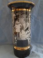 Hollóházi váza Szász Endre mintájával hatalmas és széles vitrin állapotban  ajándékozható