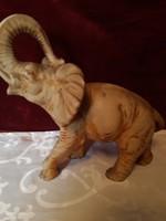 Köböl készült elefánt