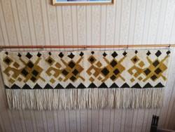 Hibátlan autentikus rojtos retro fali szőnyeg