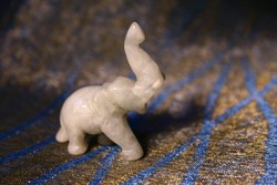Kis méretű, faragott, jade elefánt