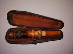 Ritka különleges 100 éves gyöngyökkel díszített borostyán szipka