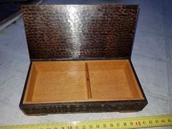 Jónás jelzésű díszdoboz, bronz, két osztású, fával bélelt