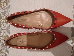 37 1/2-es Valentino női cipő, narancs színű lapos sarkú szegecses bőrcipő