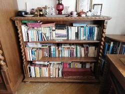 Koloniál könyvespolc, könyvszekrény