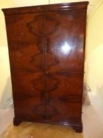 Kétajtós szekrény fából