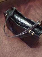 Luxus női, kígyó mintás bőrből készült fekete retikül!