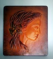 Bezdány Zsolt iparművész női arckép bőr falikép