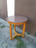 Nagyon szép márvány tetejű asztal, szalon asztal