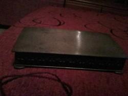 Ezüstözött domborított cigarettás doboz