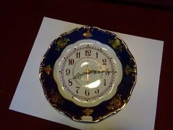 Zsolnay pompadúr tányéróra, átmérője 26 cm.