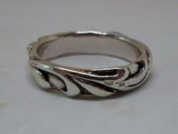 Különlegesen szép ezüst karika gyűrű