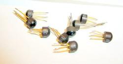 BC207B BC407B BC408C BC417 BC418B BC419B ősrégi TO106 tokozású tranzisztorok