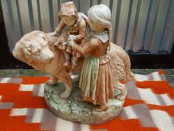 Kutya gyerekekkel szobor