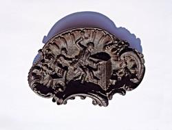 18. századi öltözékes alakos, öntöttvas tálka