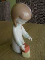 Ritka aquincumi porcelán dobókockás leányka figura