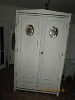 Régi   fehér   szekrény