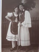 Régi fotó vintage női férfi népviseletes páros fénykép