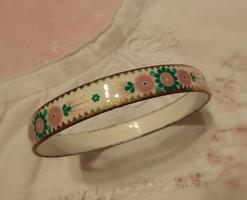 Szépséges zománcolt karperec/karkötő fehér-pink-zöld színben, szolid aranyozással