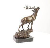 Nagy jelzett szarvas bronz szobor