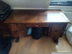 Kolóniál íróasztal
