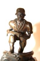 Bronz katona szobor,  márvány talpon
