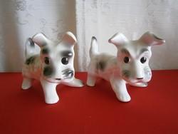 Aranyos fehér porcelán kutya fekete foltokkal darabra