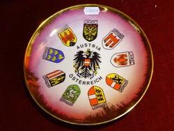 Ausztriai porcelán dísztányér, címeres, átmérője 19,5 cm.