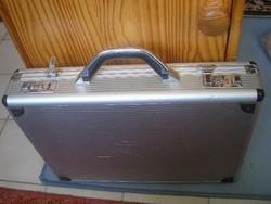UT Érmetartónak + szerszámosnak  retró alu diplomata számzáras koffer irattáska  3 osztás 5 Zseb