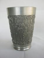 Szőlőfürtös jelenetes ón pohár