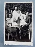 Régi fotó vintage női csoportkép fénykép babafotó