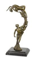 Fiatal pàr -különleges összefonódott ruhájú pàros bronzszobor