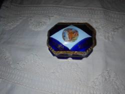 Altwien  (méhkas) jelzéssel tetején antik jelenettel porcelán doboz