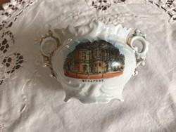 Anyagában is dúsan mintázott Budapest látképes kis antik tartó