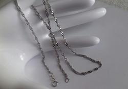 Ródiumos, csavart ezüst lánc