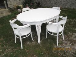 Nagy  bővíthető  étkező  asztal  négy  székkel