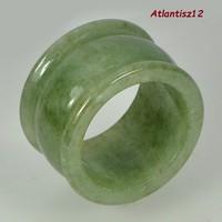 VALÓDI, 100% TERMÉSZETES EGYIPTOMI STÍLUSÚ NATURAL GREEN THAI JÁDE GYŰRŰ 52,10ct (B. átmérő 19,3mm