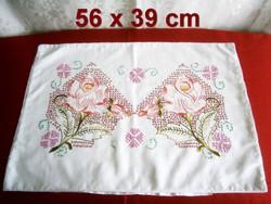 Kézzel hímzett különleges rózsa mintás díszpárna huzat, párnahuzat 56 x 39 cm